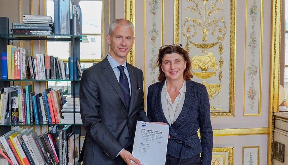 S. Marinopoulos remet son rapport au Ministre de la Culture, Franck Riester